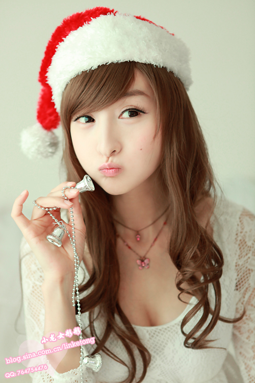 Lin Ke Tong Chinese model in Christmas outfit