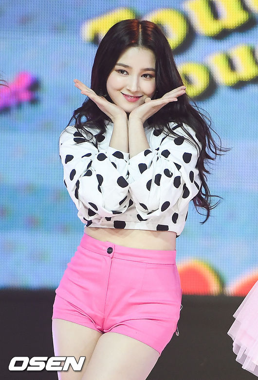 Nancy of Momoland with a polka-dotted top and pink shorts